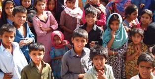 Children_in_a_village,_Sindh,_Pakistan