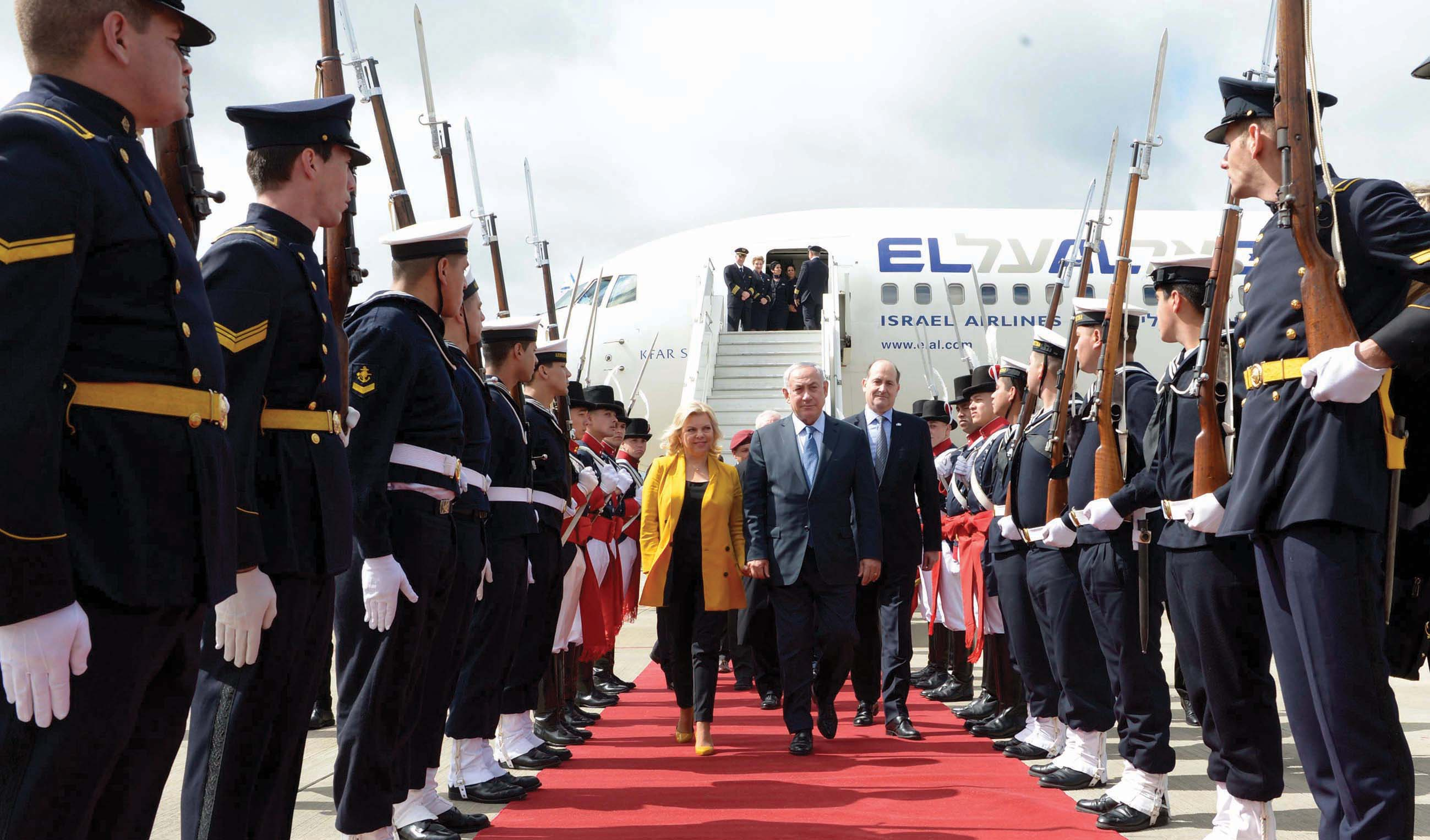 Israeli Prime Minister Benjamin Netanyahu and his wife Sara arrive to Buenos Aires, Argentina, on September 11, 2017, Israeli Prime Minister Benjamin Netanyahu is on a 10 days visit to Latin America and the United states. Photo by Avi Ohayon/GPO