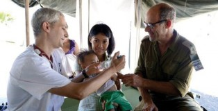 Trauma expert Dr Ofer Merin (right) works with an IDF Field Hospital pediatrician in the Philippines (Photo: Dr Ofer Merin/BreakingIsraelNews.com)
