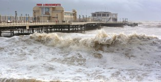 Worthing pier storm