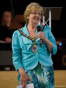 Christian mayor Marian Ayres sought to bring unity