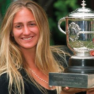 Mary Pierce with the French Open trophy in 2000