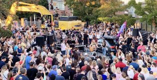 A large crowd gathers to hear California musician Sean Feucht perform with his band (Julia Duin)